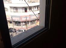 مكتب بشارع الحصن تجاري مطل على الشارع مباشرة للبيع