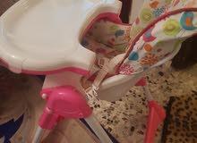 كرسي مريح وألوانه مفرحة واستعمال جديد