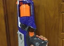 مسدس مع طلقات