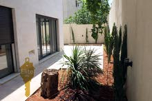 Villa age is 1 - 5 years, consists of 3 Rooms and More than 4 Bathrooms