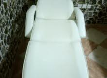 كرسي حلاقة.. وسرير فيشن