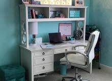 مطلوب!!مطلوب ميز مكتبي دراسي مع كرسي