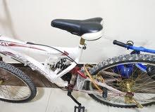 دراجه هوائية مع حركات بحالة ممتازة شبه جديدة