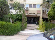 شقه للبيع علي شارع رئيسي بالحي الثامن المجاورة الثالثه (عمارات البنك) بمدينة 6 اكتوبر