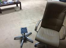كرسي مكتبي  للبيع  200 دينار فقط