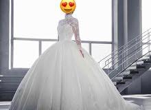 يوجد لدينا فستان عروس جديد