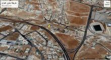 قطعة ارض رائعه للبيع على شارع رئيسي - z