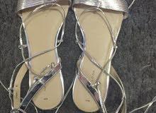 حذاء فضي للبيع