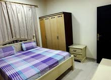 للإيجار الشهري شقة غرفة وصالة 2 حمام وبلكونه مفروشة