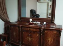 طاولة خشب كبيرة 6 كراسي والبوفي بالمرايه كاش او صك