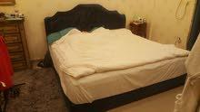 سرير مع كمدينة للبيع