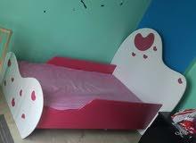 سرير اطفال شبه جديد نظيف جدا ...