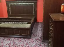 غرفة نوم كامله مع الكماليات بحاله جيده مع كنب عائلي بحاله جيدة مع ستائرها طاوله
