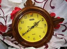 ساعة حائط صناعة هندية قديمة وتحف طوابع بريدية