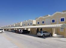 شقة دور اول علوى 2 غرف وصاله و2حمام ومطبخ  بسعر 4000 ريال شامل كهرماء