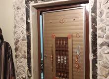 شقه تتكون من غرفتين وصاله وحمامين ومربوعه بمهامها وبلكونه مشطبه تشطيب راقي عصري