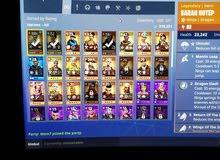 حساب فورت نايت للبيع فيه 7655 vbucks والسكنات والرقاصات الموجودات في الصور