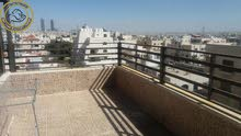 شقة مميزة للبيع في الجندويل طابق ثالث 140م مع روف 180م تشطيب سوبر ديلوكس
