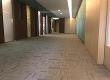 اطلالة بحرية للايجار مكتب بالعاصمة 440 متر  6 ارقام الية