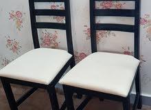 طاولة تلفزيون وطاولة طعام وكرسيين ..مستعملات ..ابغى منهن100 رريال والتوصيل على ا
