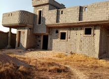 قطعة أرض في قزير مساحتها1150ويوجد بها منزل قيد الانشاء