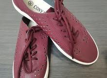 حذاء خمري مريح