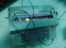 آلة كاتبة تراثية عمرها من40-60سنة للبيع على السوم شركةIBM