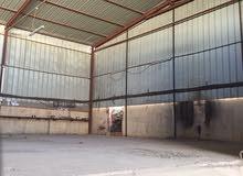 مساحة 200 متر مظلله بمظلة تصلح مخزن أو مصنع