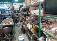 محل مواد بناء للبيع في جناعة