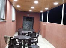 شقة ثلاث غرف وحديقة للبيع أو الإيجار في إسكان ماركا