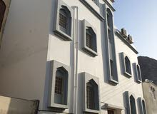 للبيع مبنى سكني في وادي عدي