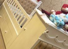 للبيع سرير اطفال استعمل خفيف