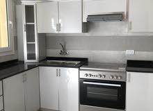 شقق فاخرة في بناية جديدة بالخوض  2 قرب واحة المعرفة.   new flats for rent