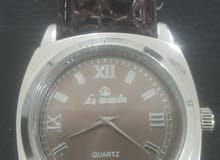 ساعة يد عقارب فاخرة