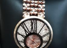 للبيع ساعة نسائيه جديده يوجد 3 الوان