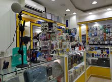 محل هواتف مجهز كامل بمعداته واغراضه البيع لعدم التفرغ والصامل يدق 55581164