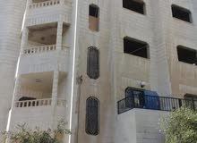 عماره مكونه من 3 طوابق وملحق للبيع في منطقة العلكومية خريبة السوق
