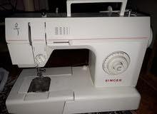 ماكينة خياطة وعجانة