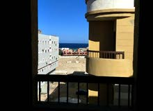للبيع شقة بفيو على البحر بكمبوند الروضة امام فندق ارابيا فى الغردقة