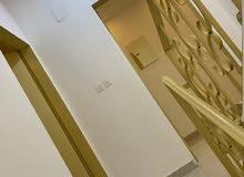 ملحق بدون سطح مدخلين غرفتين وصاله ومجلس رجال وحمامين