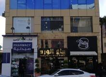 مكتب تجاري طابق كامل للايجار بمنطقة الدوار السابع يصلح كمركز طبي او مقر شركة
