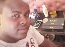 شاب سوداني متعدد المهارات يبحث عن عمل