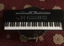 بيانو عزف اطفال حاله ممتازه بسعر مغري بالشاحن تبعه