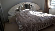 غرفة نوم للبيع -مكونة من سرير مزوج وكوميدينا عدد 2 بالاضافة الى تسريحة