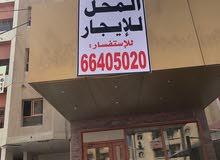 للاجار محل في المهبوله على الشارع الرئيسي بجانب مطعم افراح الخليج