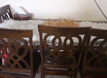 طاوله بحالن ممتازه لا يوجد خدوش ع وج الطاوله يوجد كرسي يريد تصليح بسيط فقط