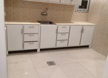 للايجار بعمارة حديثة شقة غرفة وصالة وحمام ومطبخ بتشطيبات مميزة