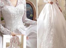 فستان زفاف للبيع.