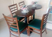 طاولات خشب عدد 3 وكراسي عدد5
