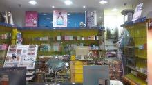 محل عطور ومواد زينه للبيع بالكامل في طرابلس